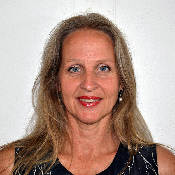 leila tolderlund headshot